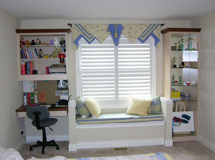 Window bench for children's room